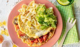 Omelete com cogumelos e tomate