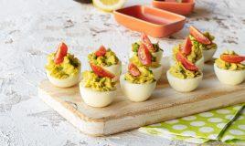 Ovos recheados com abacate