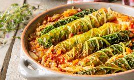 Salsichas frescas com couve lombarda