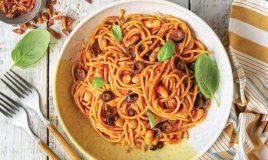Esparguete com feijão e tomate