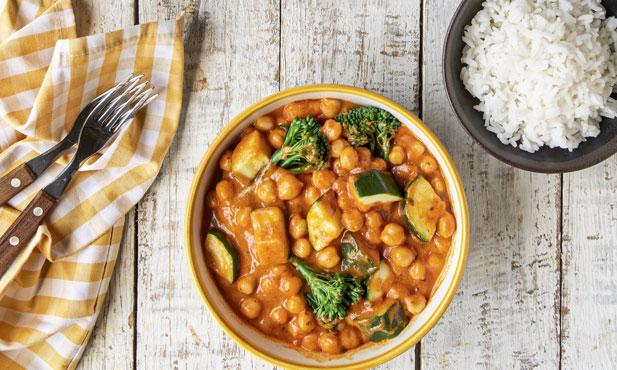 Caril de grão e legumes