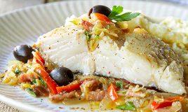 Lombos de bacalhau no forno com legumes