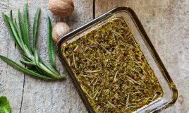Azeite com especiarias e ervas aromáticas
