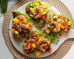 Salada de camarão com manga e abacate