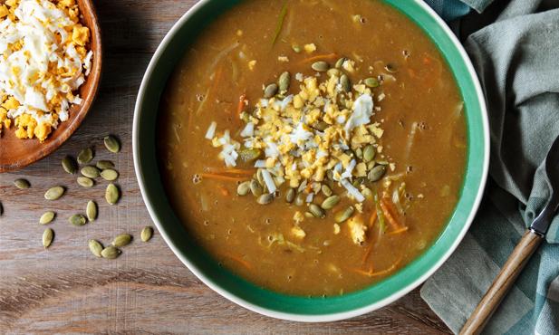 Sopa de lentilhas com juliana de legumes