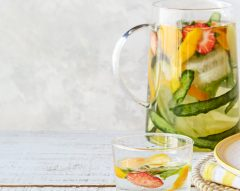 Água de pepino, citrinos e morango