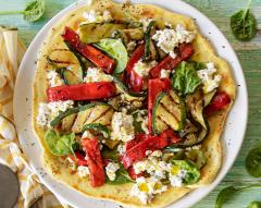 Pizza de frigideira com requeijão e legumes