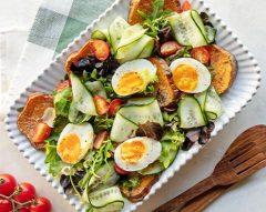 Salada de batata-doce com ovos quentes