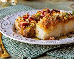 Bacalhau com broa, linguiça e bacon