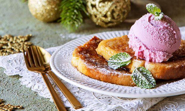 Rabanadas com gelado de morango