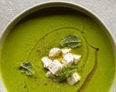 Sopa fria de ervilhas com hortelã e feta