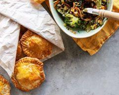 Almofadas de legumes e queijo feta