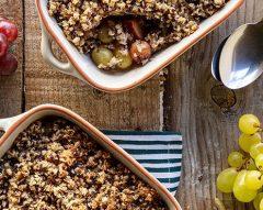 Crumble de quinoa, uvas e cardamomo