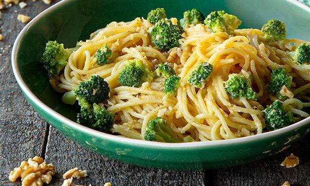 Esparguete ao alhinho com brócolos