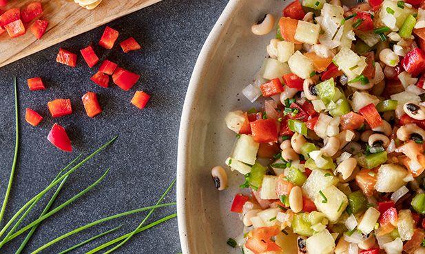 Salada de feijão-frade com melão e pimentos