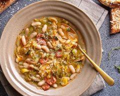 Sopa de couve com tomate, feijão e chouriço