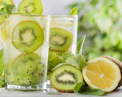 Água de kiwi, maçã, limão e laranja