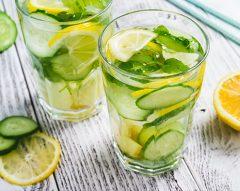 Água de pepino, limão e abacaxi
