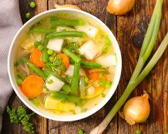 Caldo de cascas de legumes