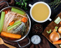 Caldo de peixe com legumes
