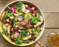 Salada com maçã, pepino e rabanete