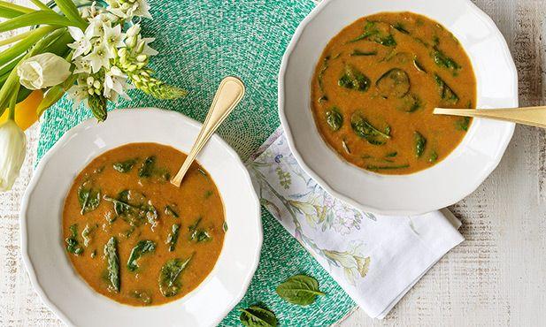 Sopa de lentilhas com abóbora e espinafres