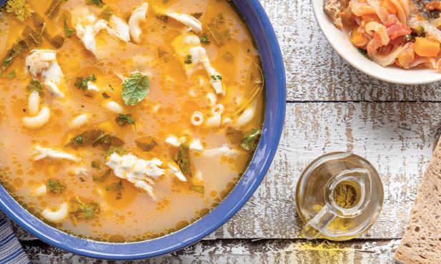 Sopa de peixe com massa e tomate