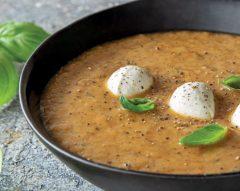 Sopa de tomate assado e mozzarella
