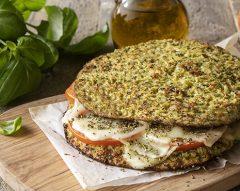 Sanduíche de veggie rice com queijo